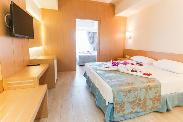 Room at L'Oceanica Beach Resort Hotel photo