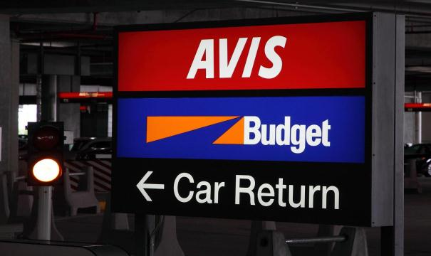Car Rent in the Airport and Outside. Which Option to Choose?